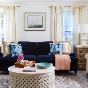 Como combinar a cortina da sala com o sofá