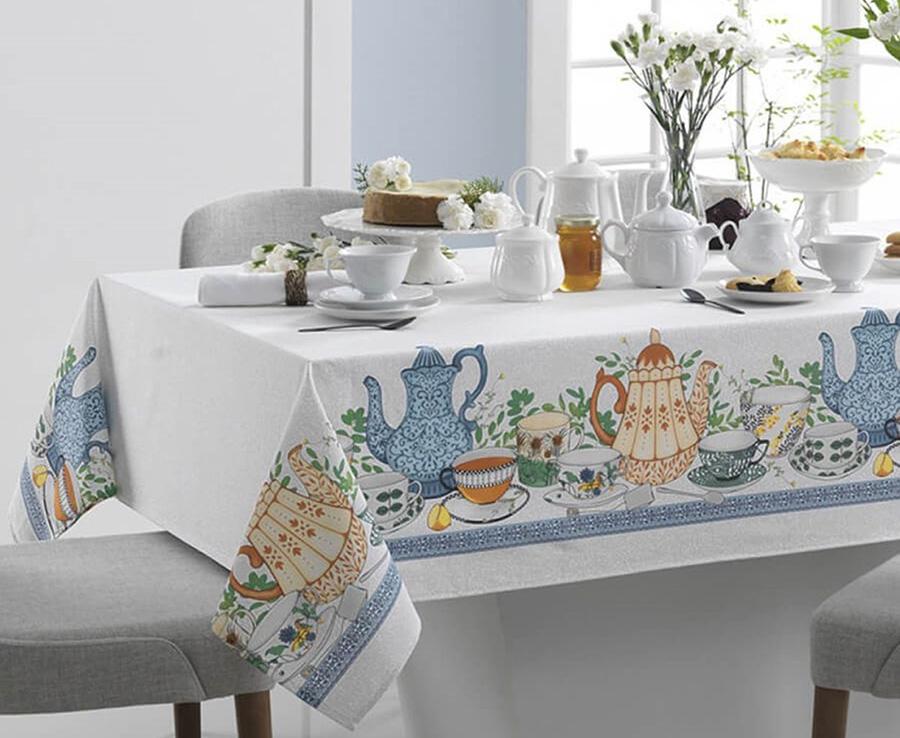 mesa de cozinha pronta para o café