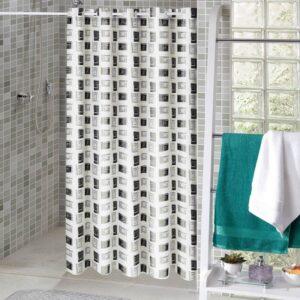 imagem de banheiro com cortina