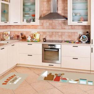 imagem de uma cozinha com tapete no chão